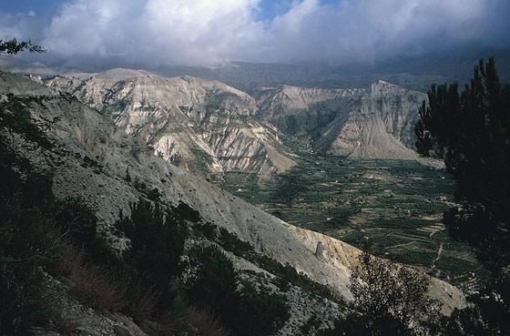 جبال لبنان الجميلة 4279660-527x800.jpg