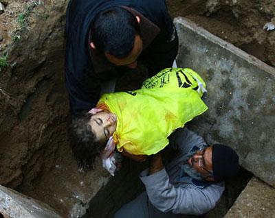 صور اغتيال اطفال غزة الابطال 1.jpg