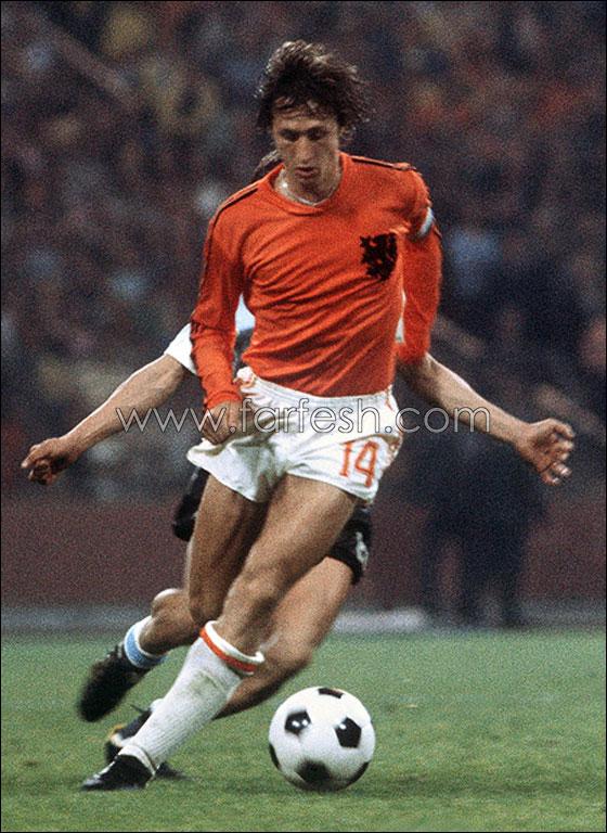 الهولندي كرويف في نهائي 74 ضد             المانيا