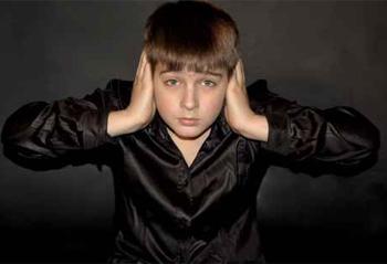 احذري ... تدني  تحصيل ابنك قد يكون سببة السمع.... deaf.jpg