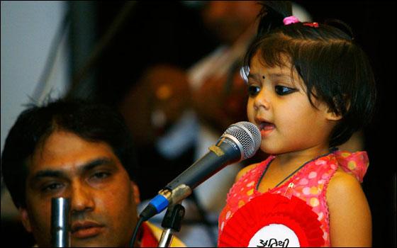 أًصغر مغنية طفلة تدخل غينيس باطلاقها البوم