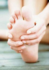 كيف تتخلصين من مشكلة تشقق قدميك؟! foot_1.jpg