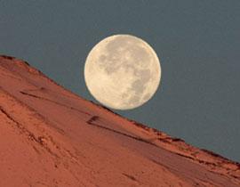 تقلص سطح القمر moon_270.jpg