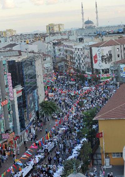 أكبر مائدة افطار بالعالم وجبة افطار كبيرة جدا في تركيا Turkey1