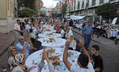أكبر مائدة افطار بالعالم وجبة افطار كبيرة جدا في تركيا Turkey3