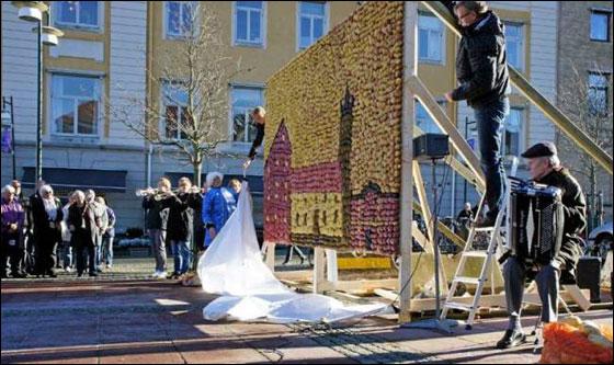 """السويد: في """"عيد البطاطا"""" انشاء تمثال مصنوع من 8 أنواع منها!"""