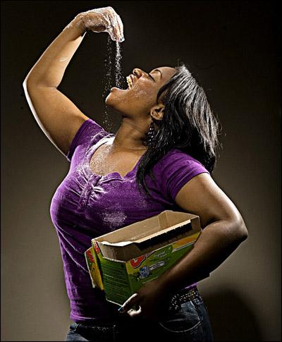 غريب جدا: شابة مدمنة على أكل الصابون!