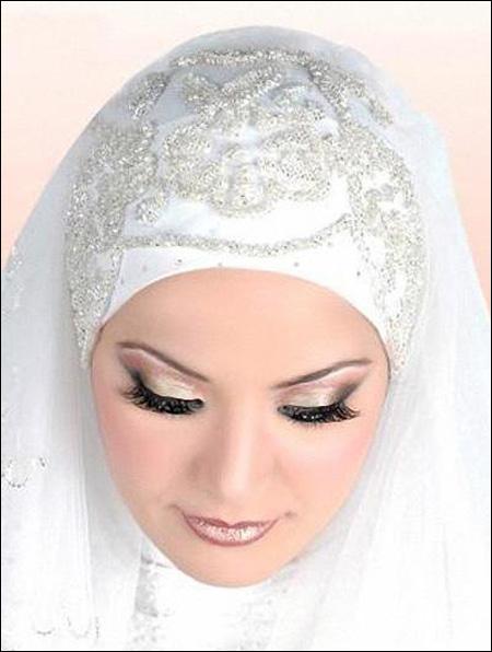 تتلائم وفق وجه العروس وكذلك نقدم لكن ماكياج خاص يلائمكن