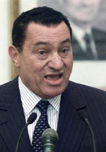 حسني مبارك توفي عام 2004 والرئيس المخلوع مجرد شبيه له!!