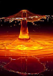 بالصور.. من قطرات الماء تولد لوحات غريبة!!