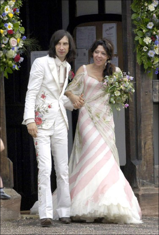 أجمل فساتين عرائس ارتدتها النجمات Katy-England-marries-Bobby-.jpg