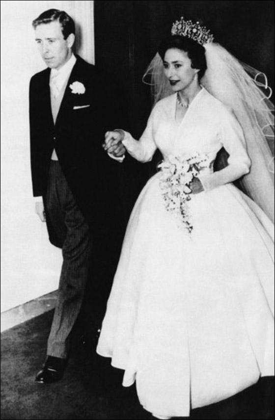 أجمل فساتين عرائس ارتدتها النجمات Princess-Margaret-marries-E.jpg
