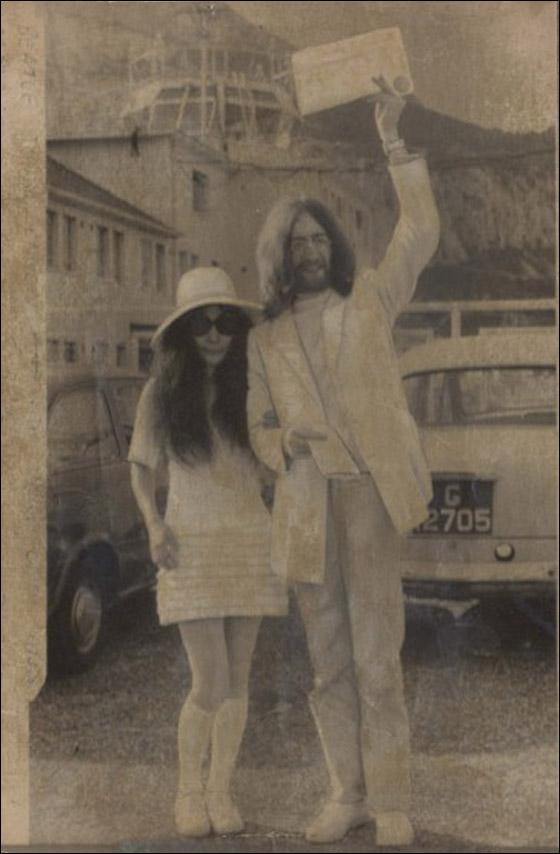 أجمل فساتين عرائس ارتدتها النجمات Yoko.jpg