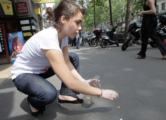 شابة فرنسية تصنع رداء من الاف السجائر بهدف التوعية!
