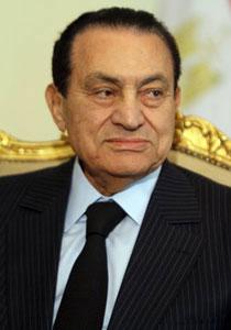 حسني مبارك يطلب العفو ويعتذر لشعب مصر باسمه واسم اسرته!