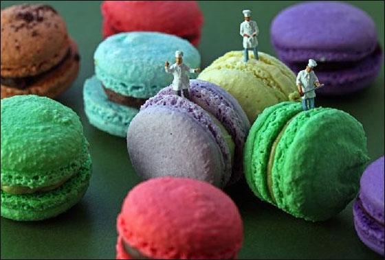 فنان يخلق مجسمات من الحياة اليومية من اللعب والطعام!