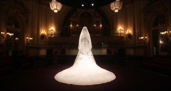 بالصور.. فستان زفاف كيت ميدلتون معروض في قصر باكينجهام!