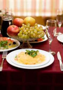 تعرفوا على اتيكيت وفن وضع الشوكة والسكينة على مائدة الطعام!