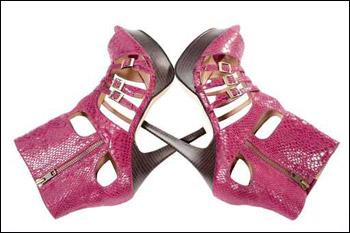 """النسائية 2010 من """"سيرجو روسي""""أحلى الأحذية والصنادل والشباشب باللون الأصفر"""