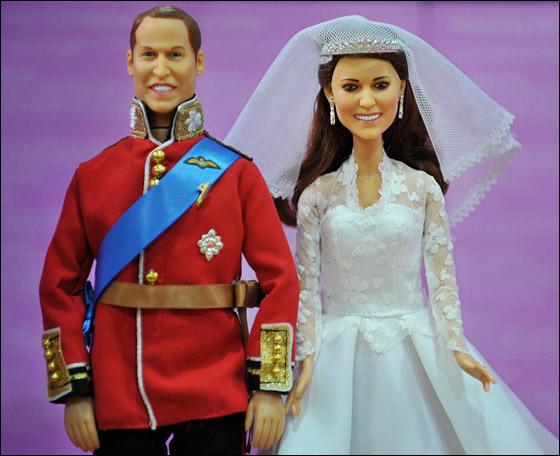 من يرغب بشراء الأمير وليام وكيت عليه بالذهاب إلى متجر هامليز!  Kate1