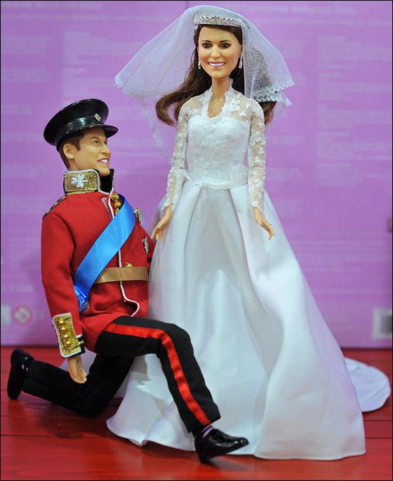 من يرغب بشراء الأمير وليام وكيت عليه بالذهاب إلى متجر هامليز!  Kate3