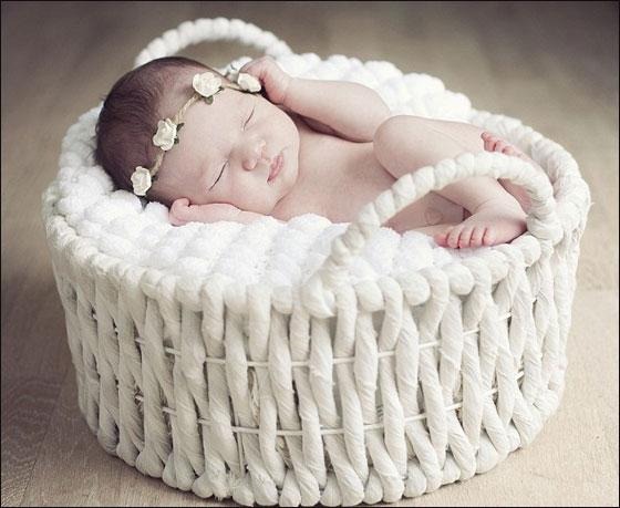 """بالصور: """"نغاشة"""" وبراءة الاطفال في نومهم العميق!"""