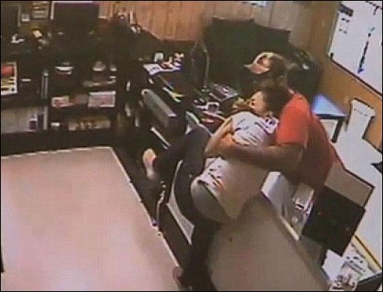 سارق قتل عاملة في متجر واخفى جثتها في صندوق سيارتها! بالفيديو hernandez4.jpg