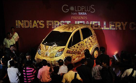 ارخص سيارة تتحول الى الاغلى بالعالم مغطاة بالذهب والفضة