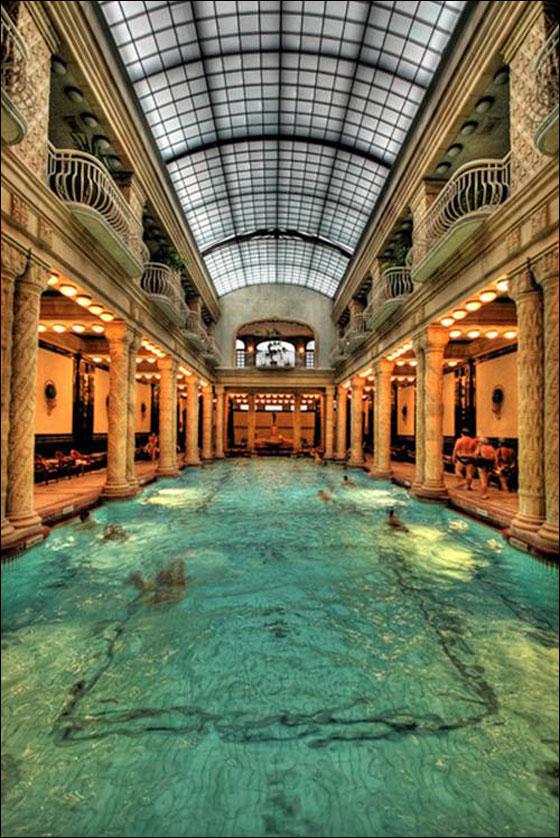 بالصور: أغرب وأجمل برك السباحة حول العالم!