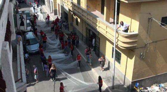 بالفيديو: أطول طرحة بالعالم تدخل موسوعة غينيس بطول 3 كم