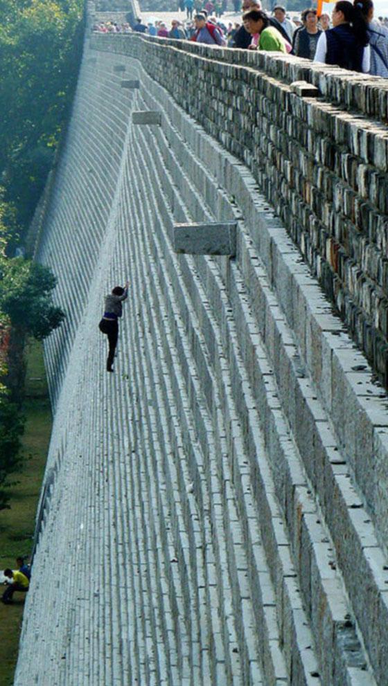 تسلّقت جدارا يبلغ ارتفاعه 70 قدما.. لتتهرب من دفع 4 دولارات!
