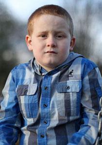 طفل بريطاني ممنوع من الضحك لكي لا يفقد حياته!