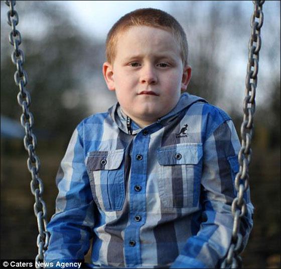 برادلي طفل السابعة ممنوع من الضحك!