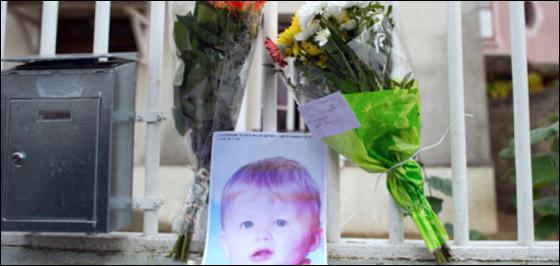 رجل فرنسي جرد ابنه من الملابس وغسله حتى الموت كعقاب له!!