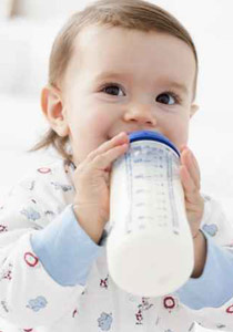 ليك 4 طرق لتعقيم زجاجة الحليب لتحافظي