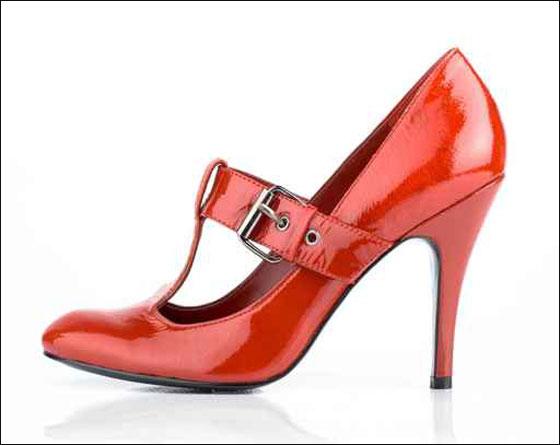 الحذاء الاحمر هو موضة هذا الشتاء!