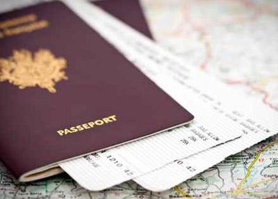 فكرة مجنونة في بريطانيا: رجل يقوم بوشم جواز سفره على ظهره