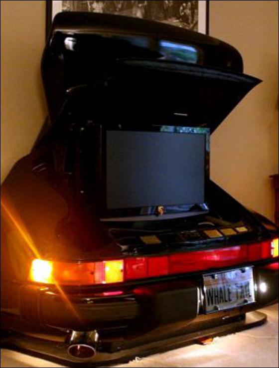 بالصور: مجنون سيارات يحولها الى اثاث في منزله!