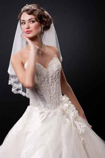 الطرحة لا تزال اهم اكسسوارات العروس لتحصل على طلتها المنشودة!