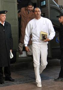 الكشف عن محاولة جمال مبارك بالانتحار قبل جلسة محاكمته!!
