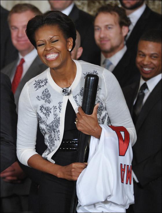 ميشيل أوباما: زوجي مولع بالغناء أثناء أخذ الدوش!