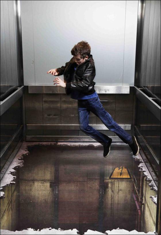 انتبه الا تسقط.. مصعد بدون ارضية يفاجئ السواح!