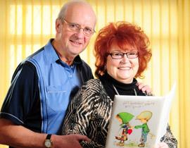 يرسل لزوجته بطاقة الحب ذاتها منذ اكثر من 3 عقود!