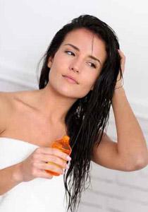 يتساقط شعرك بشكل كثيف؟.. اليك الحل!