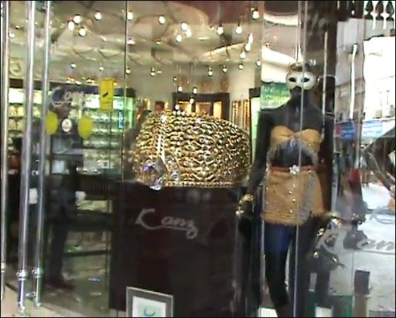 دبي تعرض أكبر خاتم ذهب في العالم بوزن صافي يبلغ 58.856 كغم!