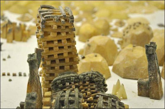 فنان يصنع مدينة كاملة من 80 كلغم بطاطا!
