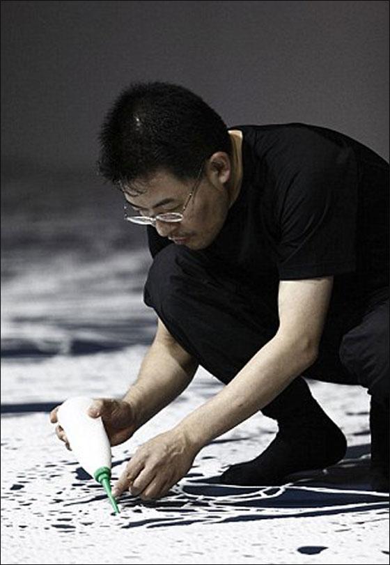 بماذا يصنع الفنان الياباني تماثيله