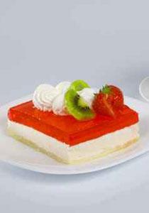 نقدم لكم الطريقة السهلة لصنع كعكة الجيلي المحبوبة!