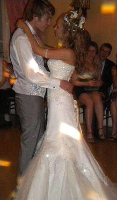 بريطانيا: عارضة ازياء تقوم بتبديل 9 فساتين بيوم زفافها!
