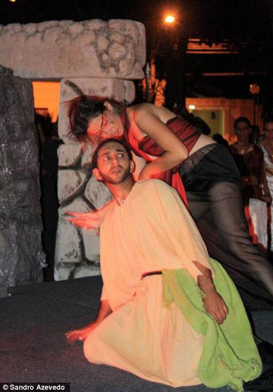 ممثل برازيلي يشنق نفسه حتى الموت خلال تمثيله!
